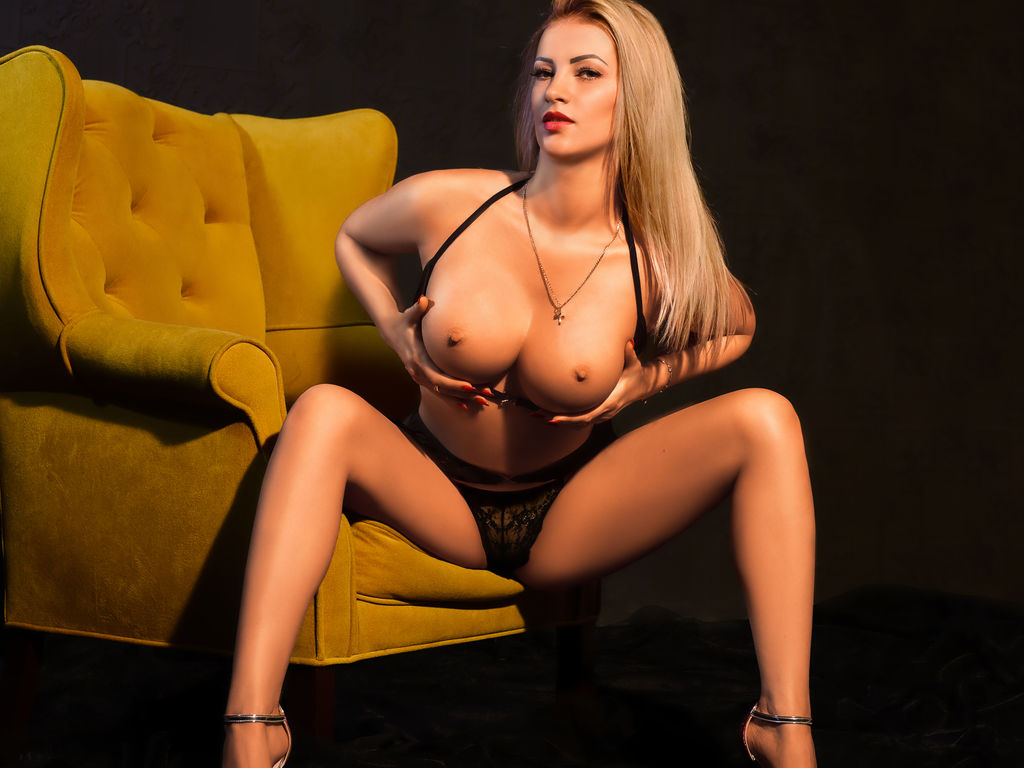 lovelyblondiexx sex film live