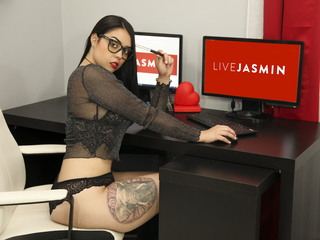 Webcam model KmilaRendon from Web Night Cam