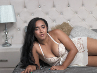 Webcam model LunaRavens from Web Night Cam