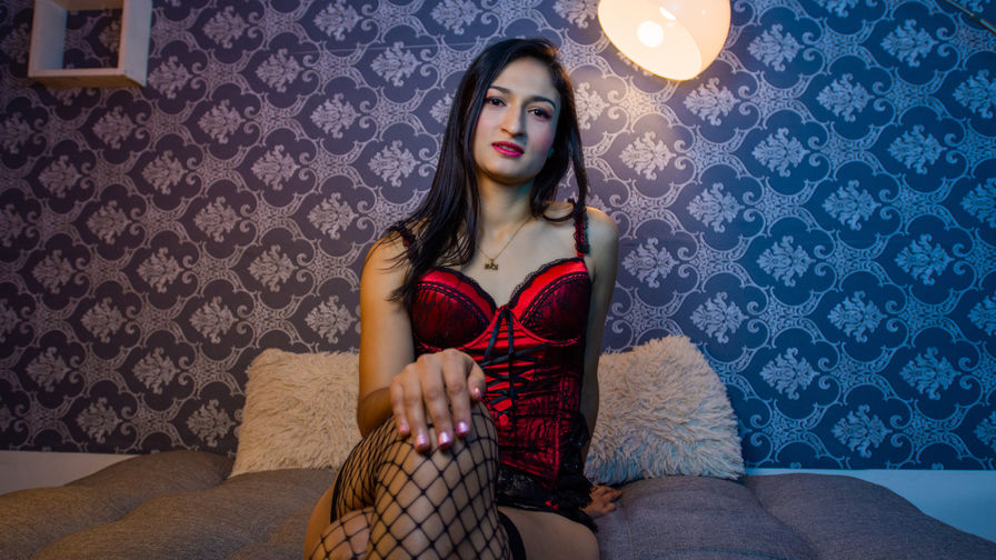 Chat with SinthiaHolts