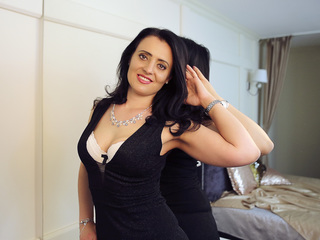 LaurenNewton - hot and sexy Hungarian mail-order bride