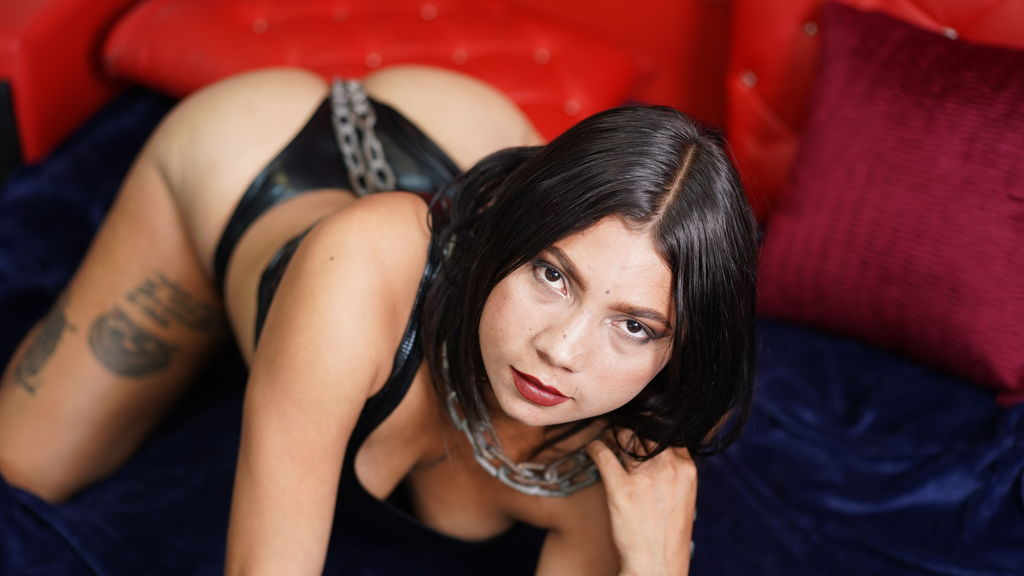 NahikaRood at LiveJasmin