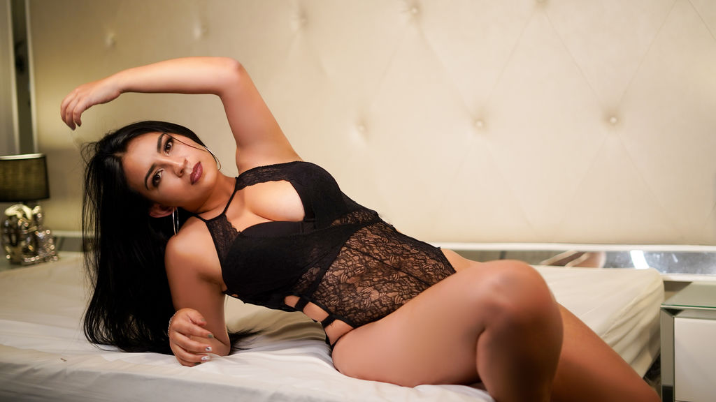Watch the sexy SuzeCooper from LiveJasmin at GirlsOfJasmin
