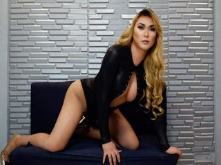 BrunaTaylor cam - transgender, big size - english