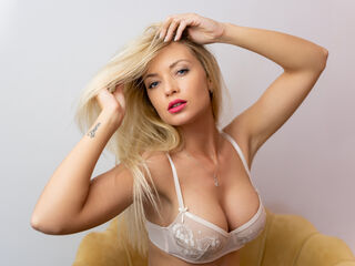 Webcam model EllieLewis from Web Night Cam