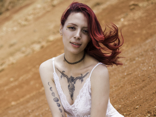 22 above average latin female fire red hair brown eyes DayanitaLean chat room