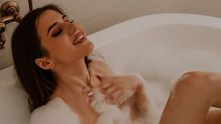 SarahShelbi webcam show
