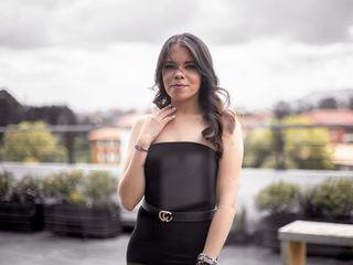 Sexy profile pic of SophieMoretti
